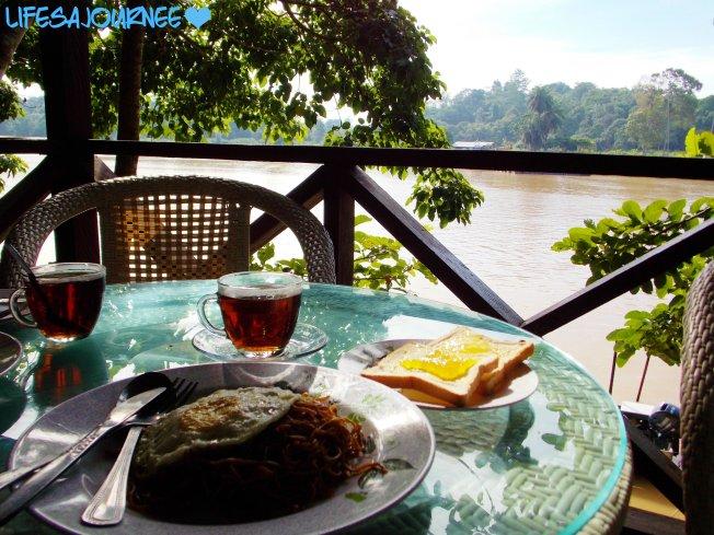 Morning breakfast view! Sukau Greenview B&B
